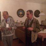 v.l.: Oberst Buchinger bekommt von Vizeleutnant a.D.  Sillaber das Ritterkreuz in Bronze überreicht
